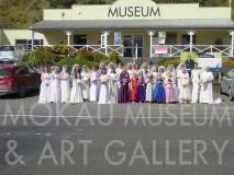 1P1070286 : Group photo outside the Mokau Museum